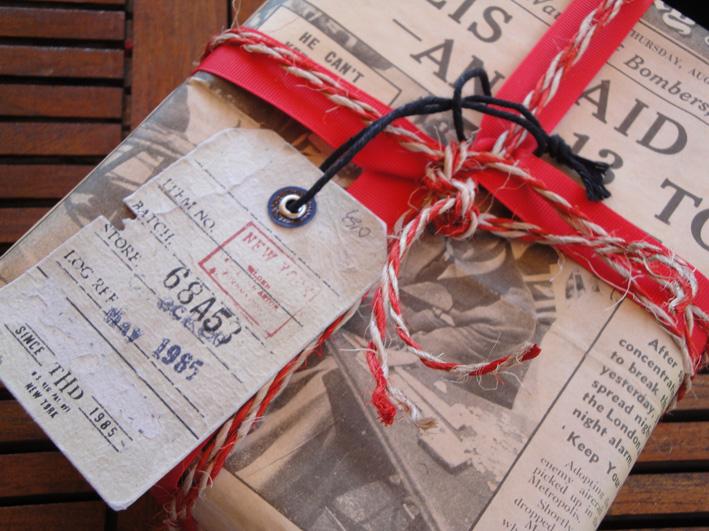 papel de periódico, regalos originales, navidad, vestidos, joyas